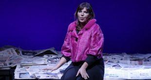 Elena Bonelli interpreta Bertolt Brecht