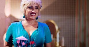Lucianna De Falco ne La Parrucchiera. Foto dal set.