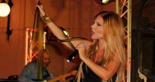 Shara durante un'esibizione. Foto di Giancarlo Cantone.