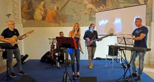 Shara live alla presentazione del singolo Il bacio del risveglio. Foto Giancarlo Cantone.