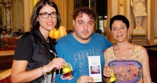 Stefania Cuccato, Peppe Laurato e Rosaria Borrelli per Associazione Voglio il Massimo. Foto di Giancarlo Cantone.