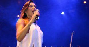 Anna Tatangelo durante una performance live
