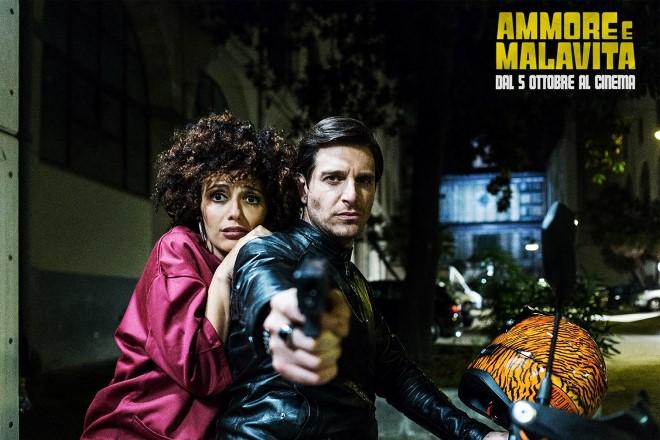 Serena Rossi e Giampaolo Morelli in Ammore e Malavita. Foto da Fanpage di Facebook.