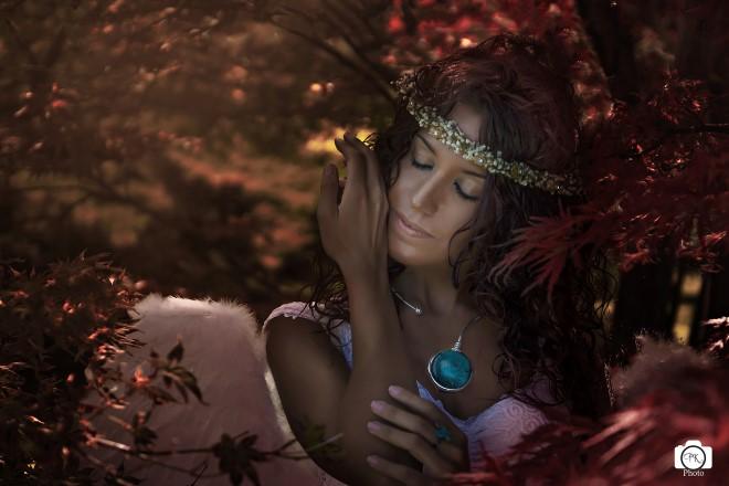 Kayla in una ritrattistica artistica ambientata stile indonesiano. Foto di Paolo Kumar.