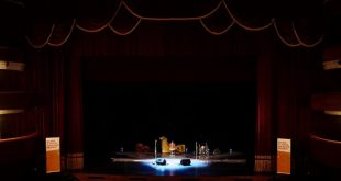 La magica atmosfera del palco del Festival di Napoli. Foto di Gianni Russo.