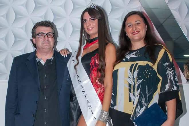 Miss Sant'Anastasia 2017 con Paola Barbaro. Foto di Gianluca Belaeff e abiti di Teresa Magliulo.
