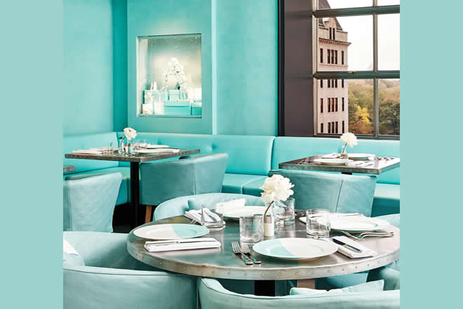 Colazione da Tiffany, ecco gli interni del Tiffany at The Blue Box Cafe. Foto da Facebook.