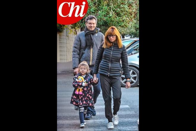 Fabrizio Frizzi sorridente sul settimanale Chi.