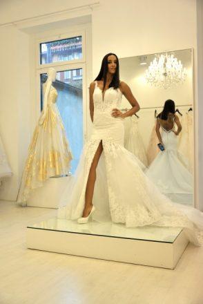 Juliana Moreira in abito da sposa di Angelozzi.