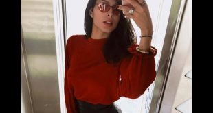 Mariana Rodriguez in un selfie scattato a Napoli pubblicato sulla sua pagina Facebook ufficiale.