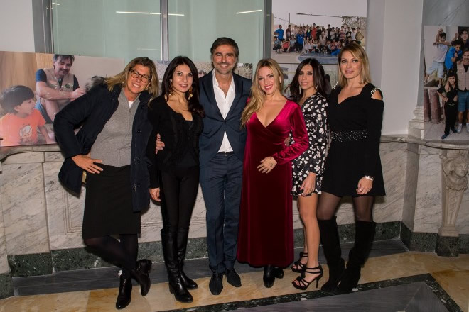 Beppe Convertini con Roberta Beta, Nadia Bengala, Carolina Rei, Emanuela Tittocchia e Manila Nazzaro.