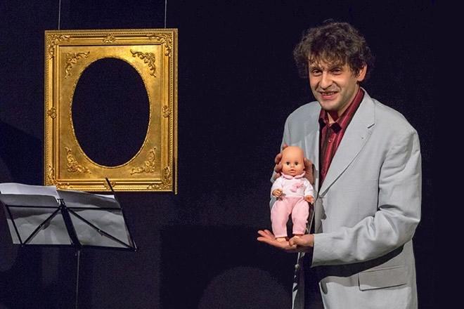 Marco Mario De Notaris in Nguè venire al mondo. Foto di Fiorella Passante.
