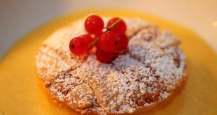 Pastiera con salsa al mandarino della Pasticerria Borbonica
