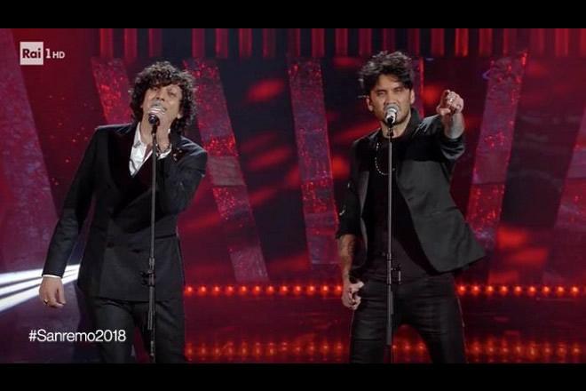 Ermal Meta e Fabrizio Moro vincono Sanremo 2018