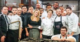 Gli chef, la brigata e Isabella Pascale per il Best Plate Challange. Foto da Ufficio Stampa