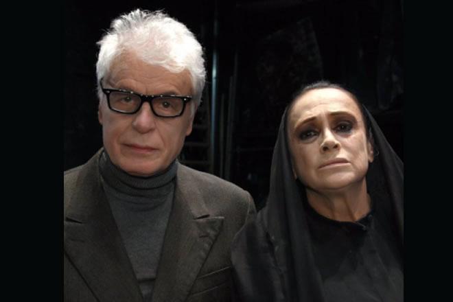 Guia Jelo impegnata sul palcoscenico di Sei personaggi in cerca di autore con Michele Placido. Foto da Ufficio Stampa.