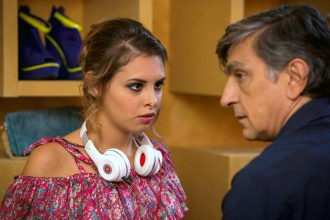 Mirea Flavia Stellato con Vincenzo Salemme in una scena del film Una festa esagerata. Foto dal Web.