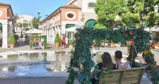 Dondolo Jungle allestito per il Fashion Festival 2018 a La Reggia Designer Outlet