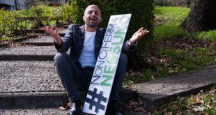 Luca Abete in posa per il suo tour motivazionale NonCiFermaNessuno