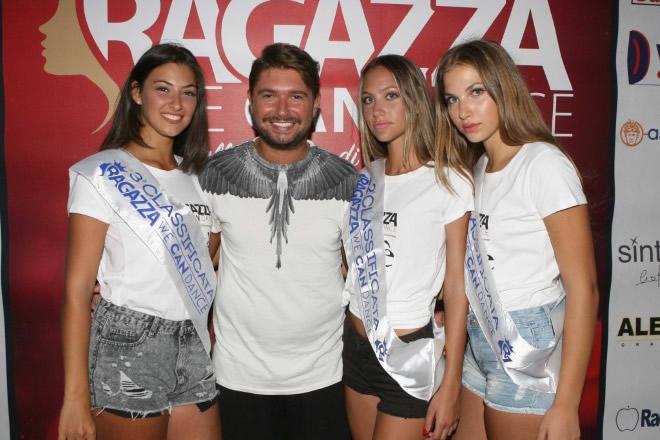 Il patron Stefano Piacenti con gruppo di partecipanti della scorsa edizione