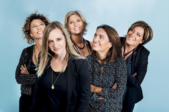 Mujeres Creando,ovvero Donne che creano, è il nome di una band tutta al femminile che ha tratto ispirazione dall'omonimo collettivo femminista sudamericano fondato da Julieta Paredes, Maria Galindo, e Mónica Mendoza nel 1992