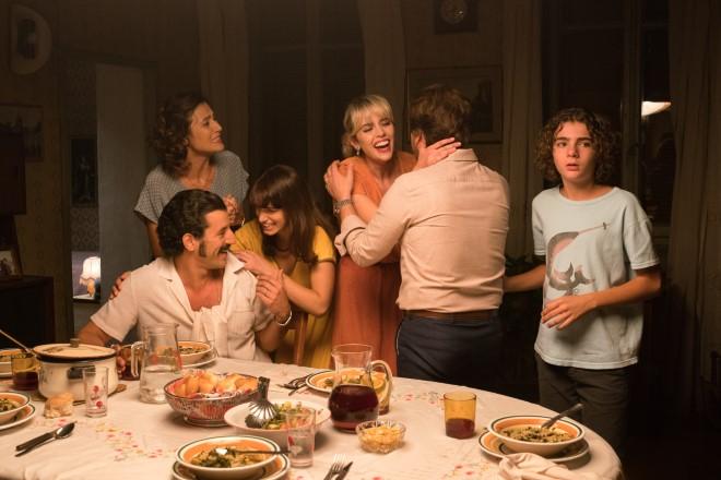 Valentina D'Agostino è Patrizia nella Famiglia Giammarresi in La Mafia uccide solo d'estate 2.