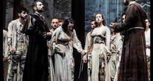 Attilio Fontana in una scena dello spettacolo sulla vita di Padre Pio. Foto da Ufficio Stampa