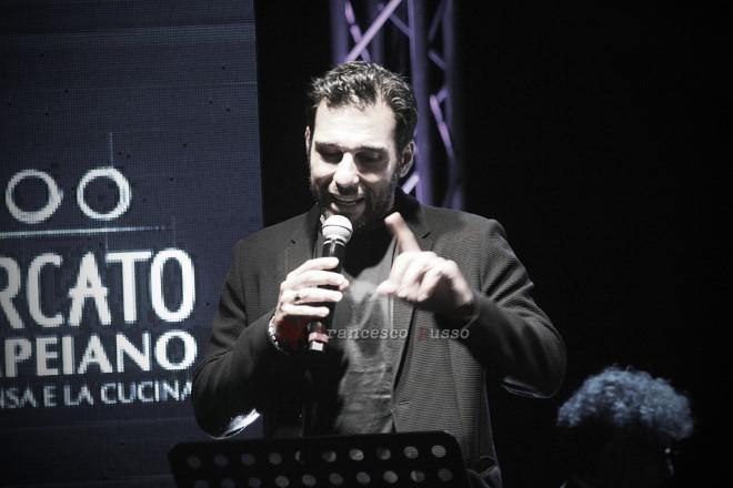 Edoardo Leo in uno scatto, mentre racconta il suo pensiero su Pino Daniele