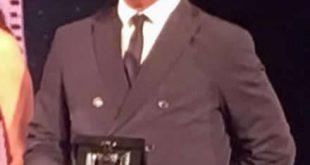 Franco Ricciardi riceve il Nastro D'Argento. Foto bassa risoluzione dal cellulare.