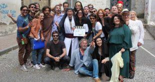 Giuseppe Pizzo in una foto dal set Santo Subito. Fonte Web