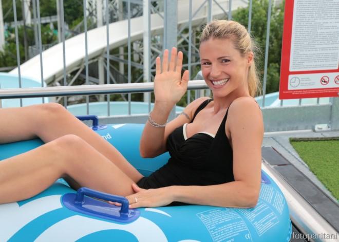 La bella ShowGirl Michelle Hunziker si rilassa. Foto da Ufficio Stampa