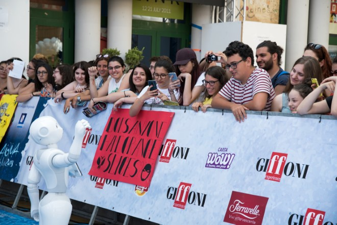 Robot Pepper saluta i ragazzi del Giffoni Film Festival
