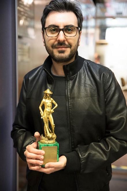 Alessandro Grande con il David di Donatello. Foto da Ufficio Stampa.
