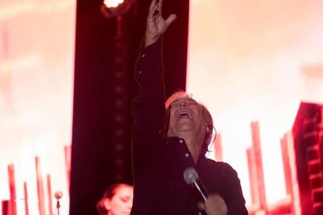 Nino D'Angelo live ad Arena Virgilio. Foto di Paolo di Tucci. Fonte Facebook.