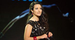 Claudia Catalli conduce i CineCocktail. Foto da Ufficio Stampa