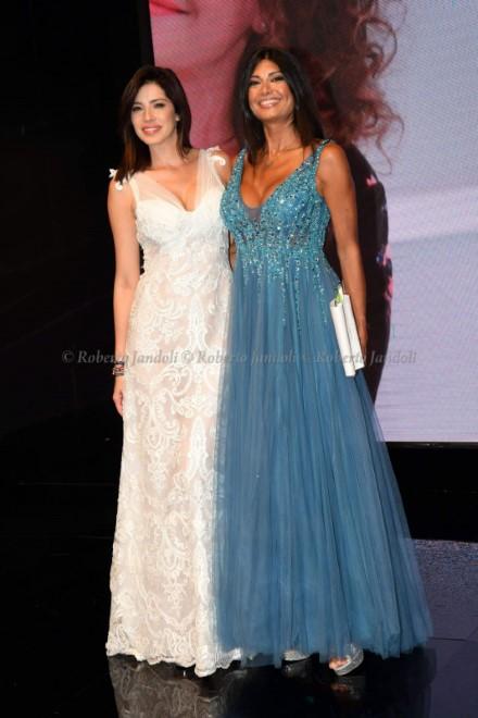 Aida Yespica e Paola Mercurio in passerella