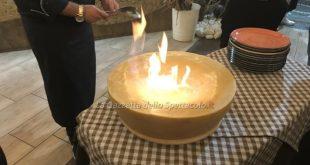 Amabile flambé di pasta e patate con provola mantecata in forma di parmigiano