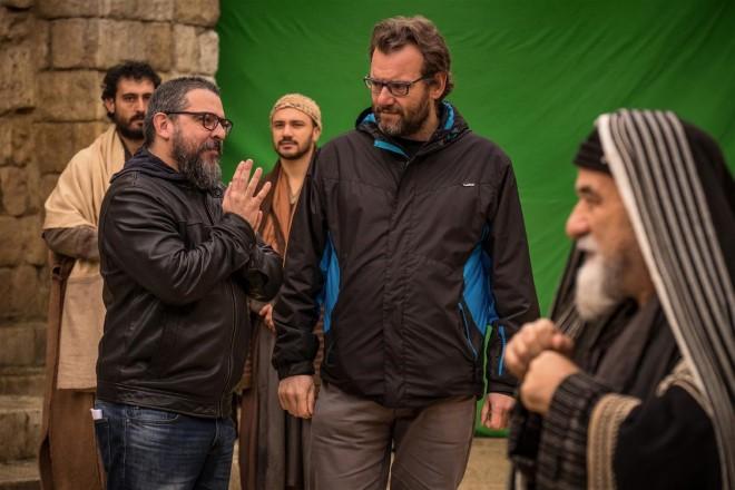 Rodrigo Cerqueira e Marco Spagnoli sul set di 7 Miracles. Foto di Philippe Antonello.