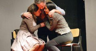 Una foto dello spettacolo sulla Shoah del Gruppo Teatro Studio. Foto dalla pagina Facebook