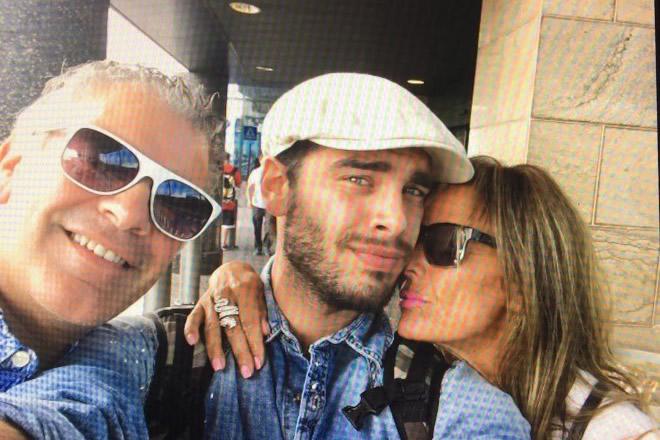 Stefano Sala con i genitori. Foto fornite alla giornalista