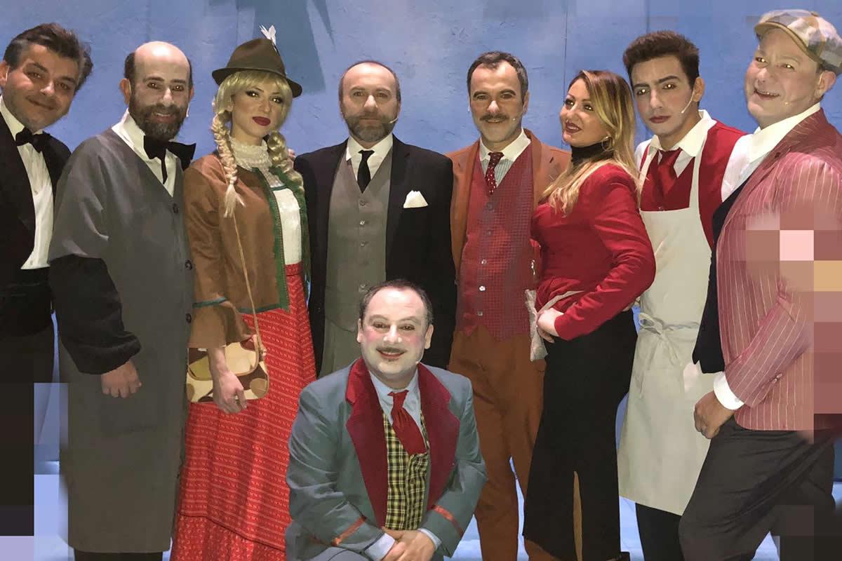 Il cast di Comicissimi Fratelli