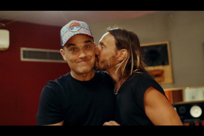 Bob Sinclair e Robbie Williams per Electrico Romantico. Foto da Ufficio Stampa