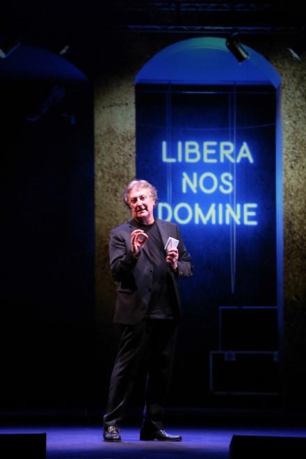 Enzo Iacchetti in Libera Nos Domine