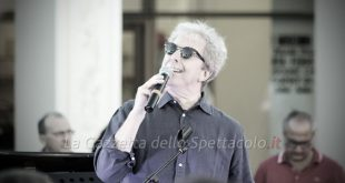 Fabio Concato live. Foto di repertorio La Gazzetta dello Spettacolo