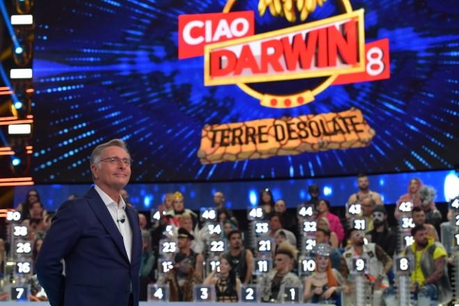 Paolo Bonolis per Ciao Darwin 8 - Terre Desolate. Foto da Ufficio Stampa