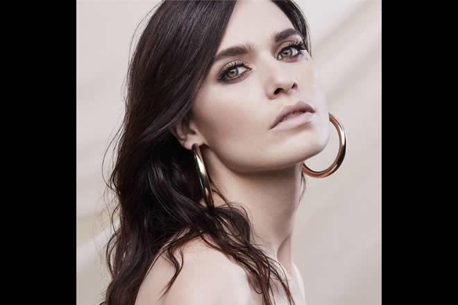 Erica Mou. Foto di Omar Sartor