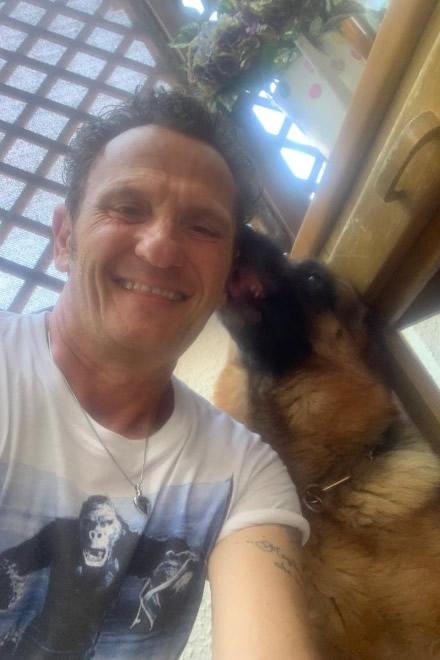 Enzo Salvi e il suo fido cucciolo