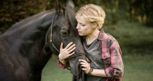 Julia Richter - Alexandra Winkler in Spirito Libero. Foto di Martin Hörmandinger - SAM FILM
