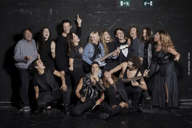 Il cast di Balliamo sul mondo con Chiara Noschese. Foto di Luca Vantusso