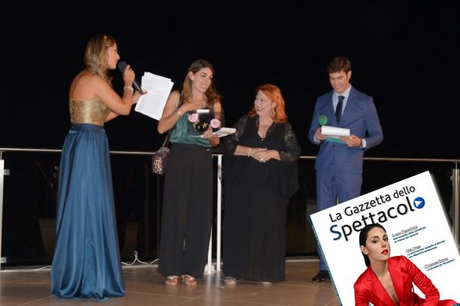 Miriam Candurro premiata da Antonella Cerino al Fashion Gold Party Elite 2019. Foto di Domenico D'Alisa